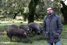 Miquel Nieto in der Landschaft des Fregenal de la Sierra (Extremadura) während der Montanera 2011